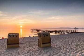 Sonnenaufgang im Strandkorb